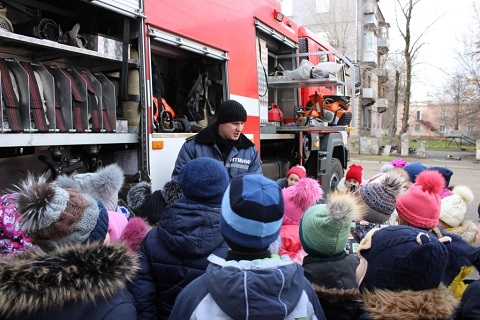 Спасатели ГПСЧ № 7 г. Каменское провели экскурсию для учеников СОШ № 29 Днепродзержинск