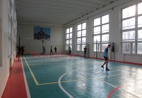 Спортсмены Каменского приступили к тренировкам в новом спортклубе Карнауховки Днепродзержинск