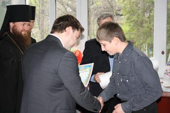 Воспитанников школ-интернатов и учеников художественной школы поздравили со светлым Христовым Воскресением Днепродзержинск