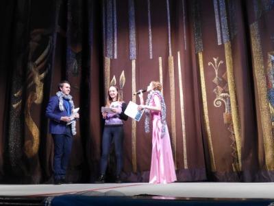 В Каменском первой театральной ласточкой 2018 года стал спектакль Рея Куни «Папа в паутине». Днепродзержинск