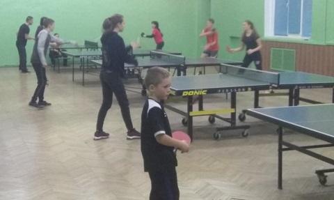 Учащиеся металлургического колледжа г. Каменское стали участниками соревнований по настольному теннису Днепродзержинск