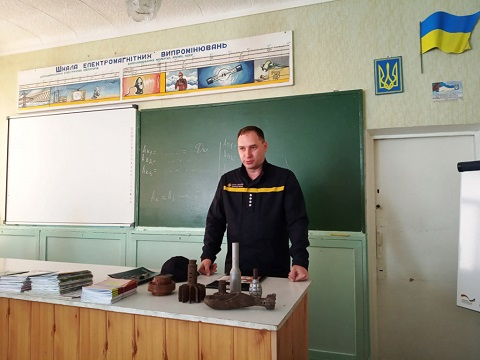 Учащимся коллегиума № 16 г. Каменское рассказали об опасности ВОП Днепродзержинск
