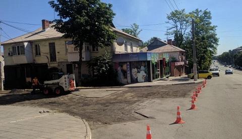 В городе Каменское начались ремонтные работы по ул. Манаенкова Днепродзержинск