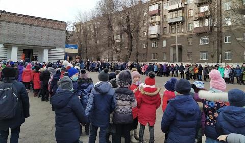 Сегодня в школе № 5 г. Каменское провели внезапную эвакуацию Днепродзержинск