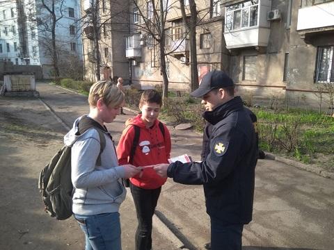 Специалисты Службы спасения города Каменское провели профилактическую работу с населением Днепродзержинск