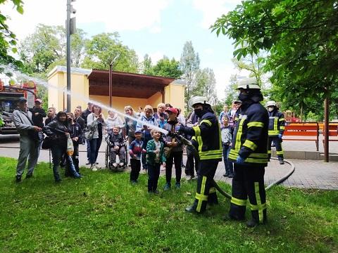 Спасатели г. Каменское приняли активное участие в празднике День защиты детей  Днепродзержинск