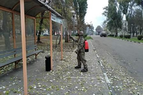 В Каменском провели дезинфекцию остановки общественного транспорта на «Южкоксе» Днепродзержинск