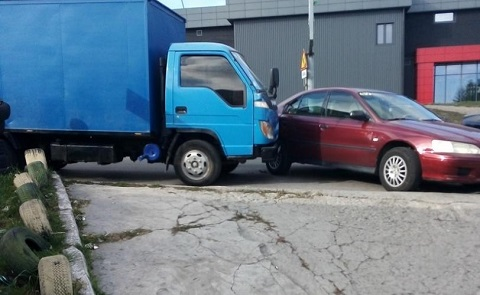 В Каменском произошло столкновение грузовика и автомобиля Skoda Днепродзержинск