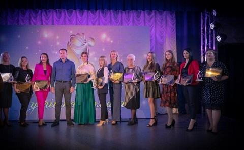 Успешные женщины г. Каменское получили награды Днепродзержинск