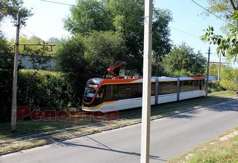 В Каменском новый трамвай отечественного производства проходит испытание Днепродзержинск