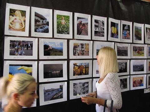К прошедшему Всемирному дню мира в Каменском открыли фотовыставку Днепродзержинск