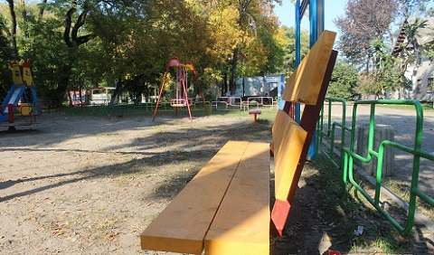 В г. Каменское продолжается благоустройство территории по ул. Колеусовская Днепродзержинск