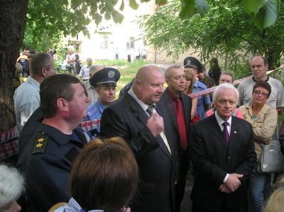 фото dndz.tv в центре заместитель губернатора области Геннадий Темник Днепродзержинск