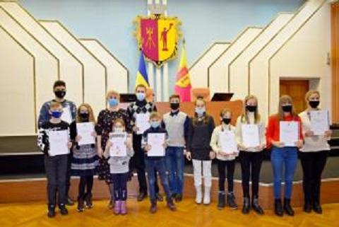 В Каменском с новогодними праздниками поздравили детей, утративших родительское попечение  Днепродзержинск