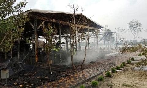 Под г. Каменское  на пляже Голубого озера сгорело кафе-бар «Занзибар» Днепродзержинск