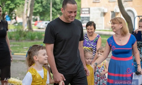 В Южном районе г. Каменское новые игровые элементы пополнили детскую площадку Днепродзержинск