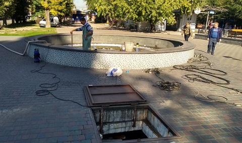 В Каменском приступили к консервации городских фонтанов Днепродзержинск