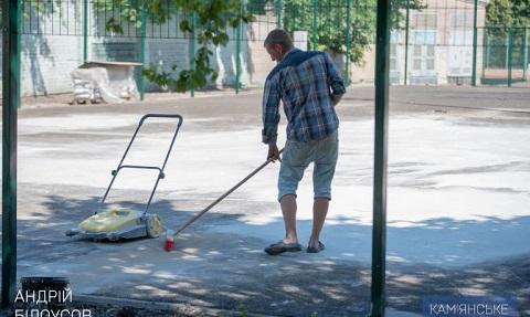 В Каменском  идет реконструкция летних теннисных кортов СК «Прометей» Днепродзержинск