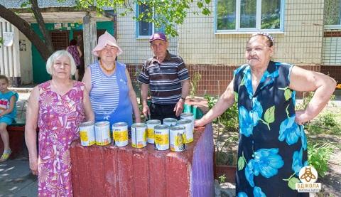 В городе Каменское красят детские и спортивные площадки Днепродзержинск