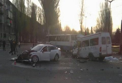 В ДТП с участием трех транспортных средств погибли люди Днепродзержинск