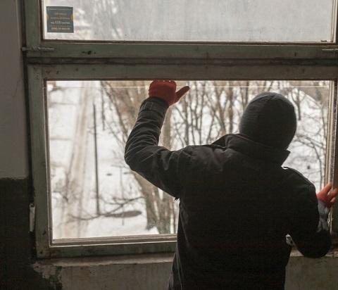 В Каменском приводят в порядок кровли и подъезды домов Днепродзержинск