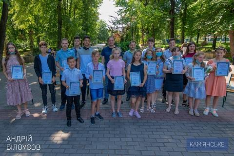 В Каменском поздравляли молодежь  Днепродзержинск