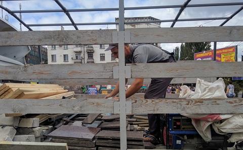 На центральной площади г. Каменское проводят замену плитки Днепродзержинск