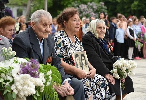 Участники митинга в Карнауховке праздновали День Победы Днепродзержинск