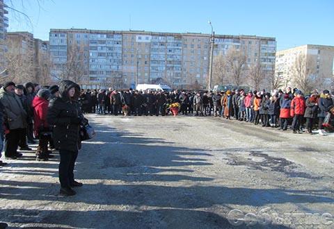 Каменчане провели мемориальное мероприятие у памятника местным воинам-афганцам Днепродзержинск
