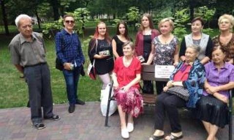 В Каменском «На лавочке, возле катальпы» прошла необычная встреча Днепродзержинск