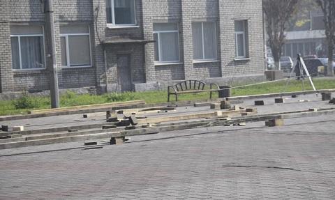 В Каменском приступили к монтажу открытого ледового катка Днепродзержинск