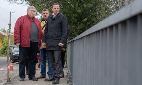 Мост в Романково г. Каменское оборудуют новым ограждением Днепродзержинск