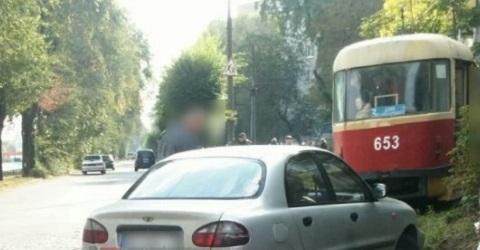 Сотрудники полиции Каменского разбирались с причинами аварии на пр. Аношкина Днепродзержинск