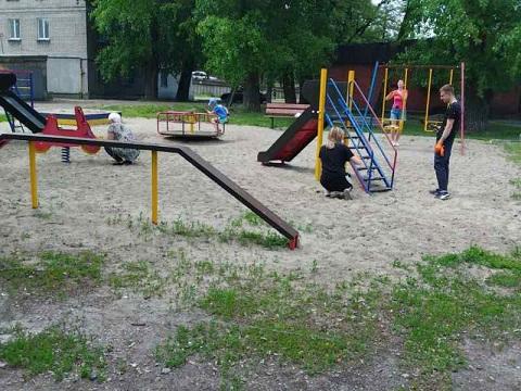 Жители г. Каменское проявили инициативу по приведению в порядок детских площадок Днепродзержинск
