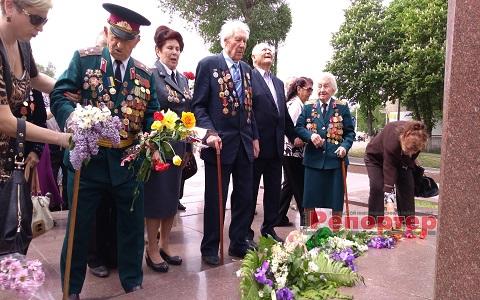 Каменчане провели День памяти и примирения у Стелы воинам-освободителям Днепродзержинск
