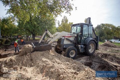 В Каменском продолжают реконструкцию Левобережного парка Днепродзержинск