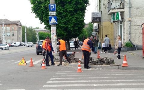 В городе Каменское  выполняют работы по обновлению пешеходных переходов Днепродзержинск