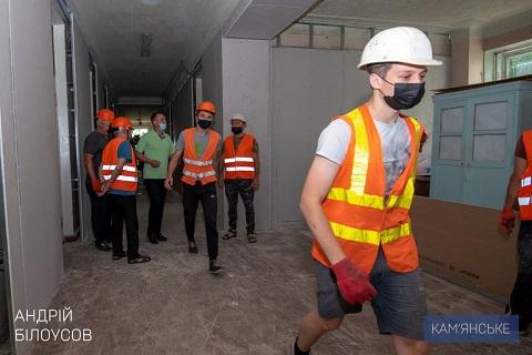 На Соцгороде в Каменском проводят капитальный ремонт больницы Днепродзержинск