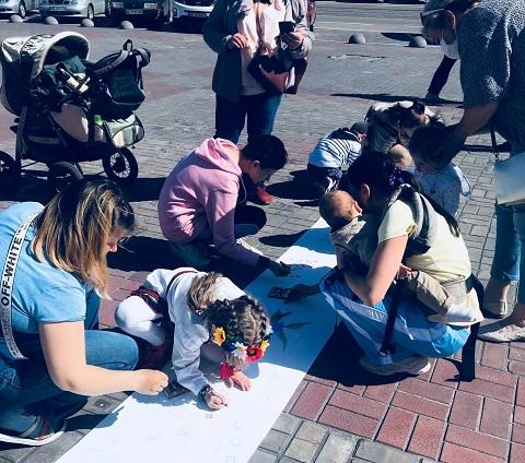 В центре г. Каменское провели праздник вышиванки Днепродзержинск