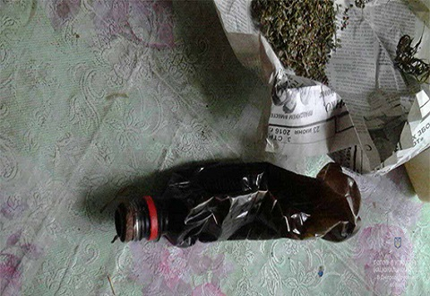У семейного дебошира в г. Каменское полиция изъяла марихуану Днепродзержинск