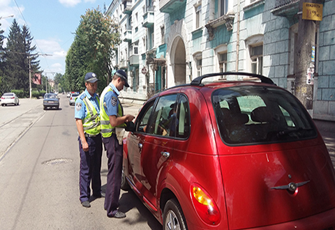 Полицейские Днепродзержинска (Каменского) провели профилактическую работу на регулированном перекрестке Днепродзержинск