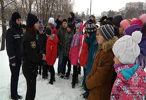 Полицейские предупреждают школьников Каменского об опасности развлечений на зимних водоемах  Днепродзержинск