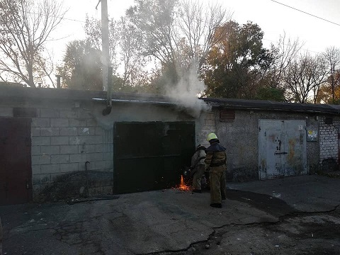 Спасатели г. Каменское ликвидировали пожар в гараже Днепродзержинск