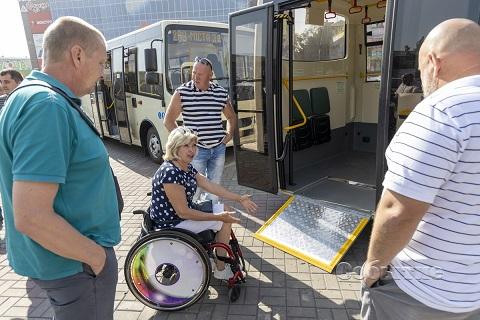В центре внимания жителей Каменского оказались новые автобусы Днепродзержинск