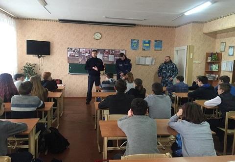 Спасатели и полиция Каменского провели профилактическую работу перед Новогодними праздниками Днепродзержинск