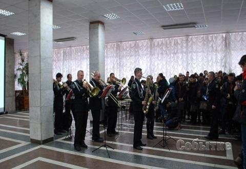 Школьникам Каменского подготовили праздник сотрудники и студенты ДГУВД