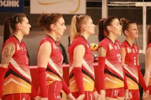 Волейболисток команды «Прометей» г. Каменское поздравили с праздником весны Днепродзержинск