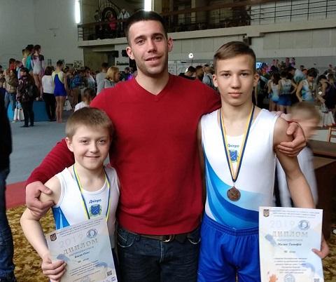Каменские акробаты получили награды открытого чемпионата Украины Днепродзержинск