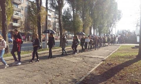 Каменским прошел марш несогласных с торговлей людьми Днепродзержинск
