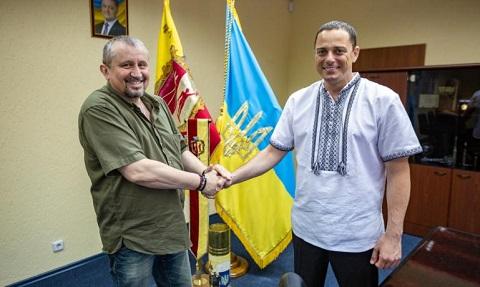 Градоначальник Каменского передал рации для бойцов подразделения «Медведь» Днепродзержинск